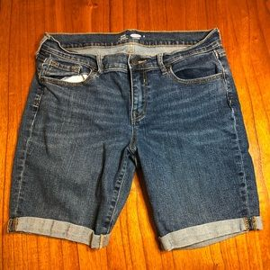 Old Navy fitted Bermuda rolled jean shorts